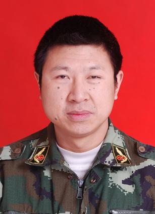 棱县政府专职消防队队长彭勇